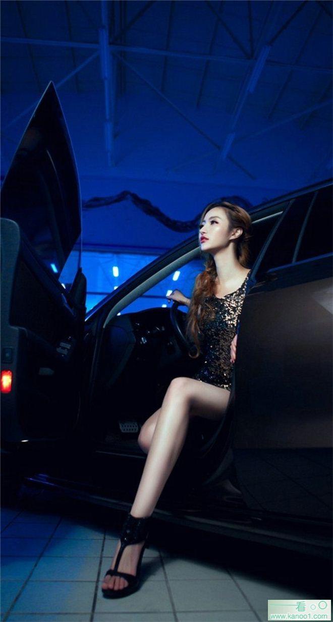妖艳性感蛇腰女亮丽车模超短裙美腿诱人美图_kanoo1.com第2张