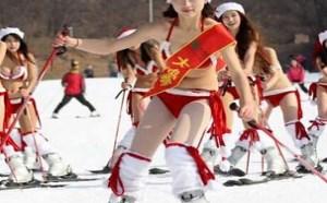 圣诞节美女滑雪福利图:妹子穿三点冷吗?