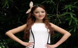 宅男福利图酷似杨幂:清纯美女白色连衣裙秀美腿似天使