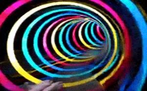 搞笑gif动态图:男子LED全程超炫灯光效果水滑梯搞笑gif动态图