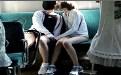 两学生妹公交车最后排打kiss被我偷拍了!
