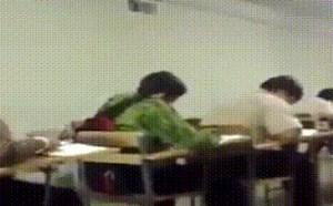 在学校学生搞怪搞笑gif动态图片