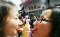 两学生妹舔肉棒女人男女动态图