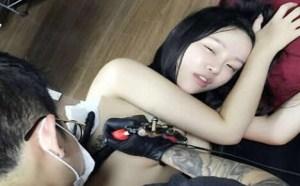 美女福利图片大全:纹身妹子表情表情好销魂