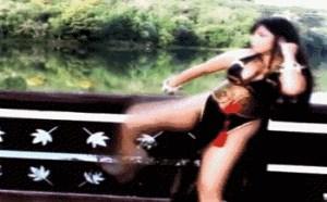 色你妹gif动态图片:街霸中国妞的扫腿