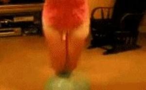 欧美色情熟妇搞笑图片:踩球球球跑了