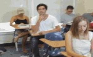 上课睡觉不被老师发现诀窍!没内涵邪恶gif图片