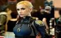 未来性感的女警察成了城市的一道风景线