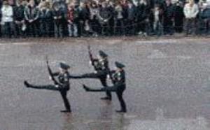 搞笑军演国外军人搞笑图片