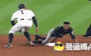 棒球场上这头盔跟你有仇?搞笑动态图片gif微信