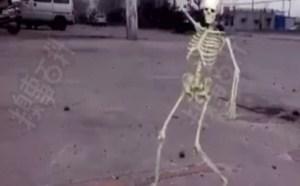 骷髅学会了跳广场舞搞笑小视频