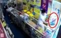华裔老板提刀追赶劫匪持假枪闯手机店