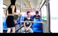 农村幺妹儿在坐公车上面睡着了笑死人