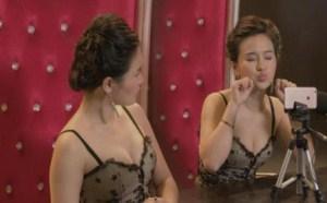 美女传授直播宝典秀胸部身材 泰国人妖看了甘拜下风